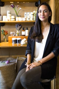 En la búsqueda de una solución personal para llevar una vida más orgánica, Isabella Neira se encontró con una demanda que la llevó a crear su propia marca de productos orgánicos para la piel, y hace un año fundó Nativo Skin Care.