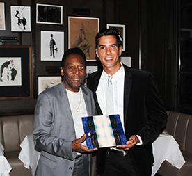 Javier está realizando una serie fotográfica sobre Pelé y es el curador de una exposición acerca del futbolista que se realizará en Londres a finales de 2015.