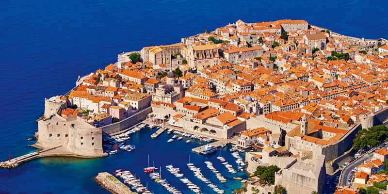 Dubrovnik es una exquisita ciudad amurallada localizada en Croacia. Allí se filmó la exitosa serie de televisión Game of Thrones.