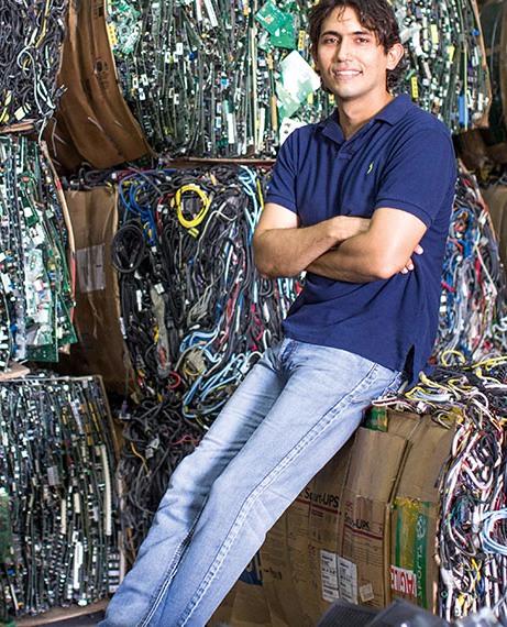 En 2011, Juan Alberto fue nombrado uno de los 10 jóvenes sobresalientes en la premiación de la Cámara Junior panameña JCI TOYP.