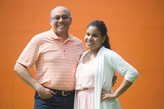 En sus padres, Isabel Navarro y Roderick Acquie, Dianis ha encontrado el apoyo necesario para salir adelante, demostrándonos que las oportunidades están ahí para quien quiera aprovecharlas.