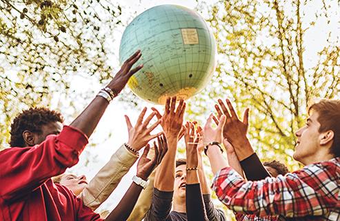 Los millennials, esa generación que se hizo mayor de edad con la entrada del milenio, tiene un índice altísimo de voluntariado, una fuerte inclinación por ayudar al prójimo y trabaja para aportar algo positivo a la sociedad.