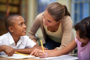 La integridad y los valores se enseñan en casa, se refuerzan en el colegio y se ponen en práctica en la vida profesional.