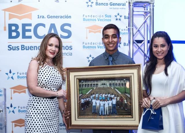 En el 2016 se graduaron de secundaria los primeros 46 estudiantes que ingresaron al programa Becas Sus Buenos Vecinos la Excelencia. Todos están ya iniciando su carrear universitaria.