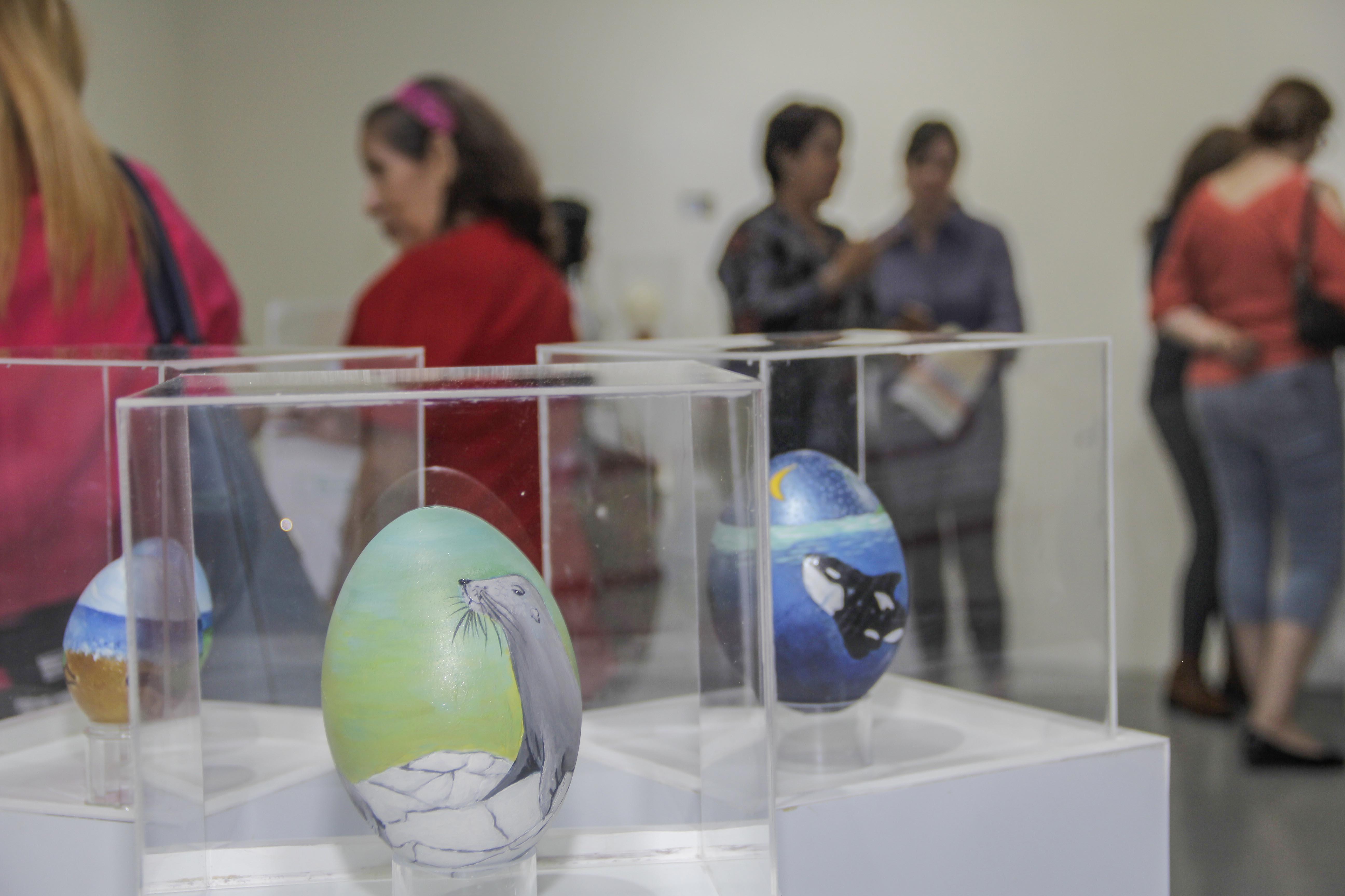 Huevos De Ñandú, Tallados Y Pintados